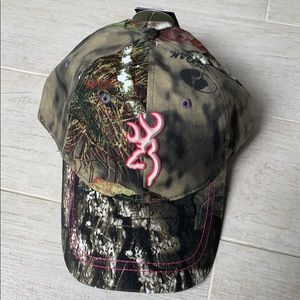 Browning x Mossy Oak camo hat.